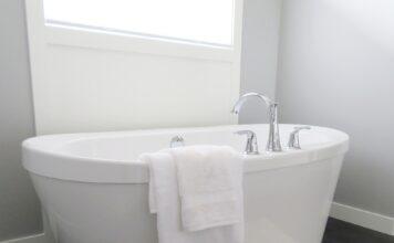 szara łazienk inspiracje